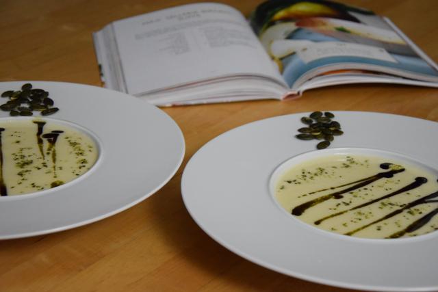 Sellerie-Birnen-Suppe mit Kürbiskernöl (3)