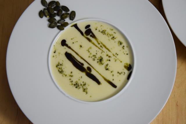 Sellerie-Birnen-Suppe mit Kürbiskernöl (4)