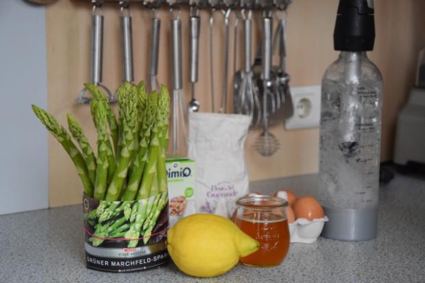 Grüner Spargel mit Sauce Mousseline (1)