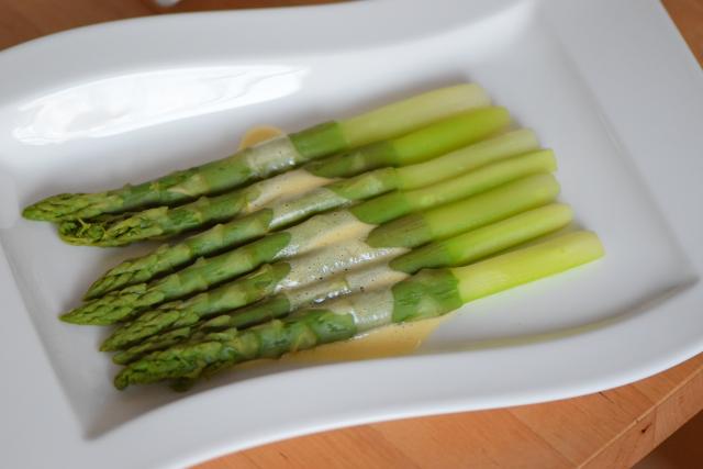 Grüner Spargel mit Sauce Mousseline (5)