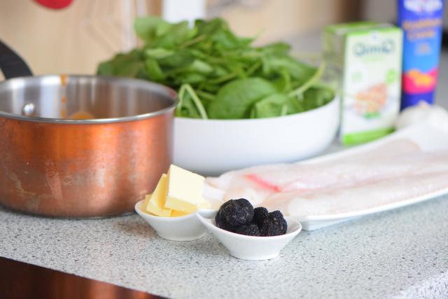 Seezungenfilet mit Sauce Nantua und Spinat (5)