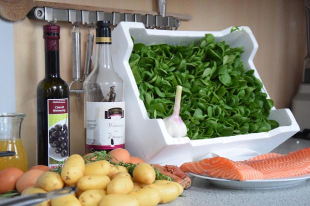 Lachs mit Sauce béarnaise und Spinat (1)