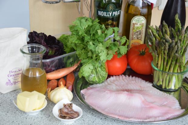 Rochenflügerl mit Sardellenbutter (1)