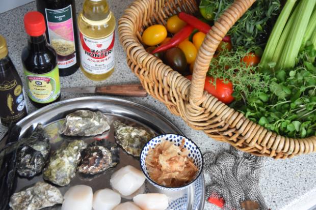 Salat mit Austern, Dashigelee und geröstete Tomaten (1)