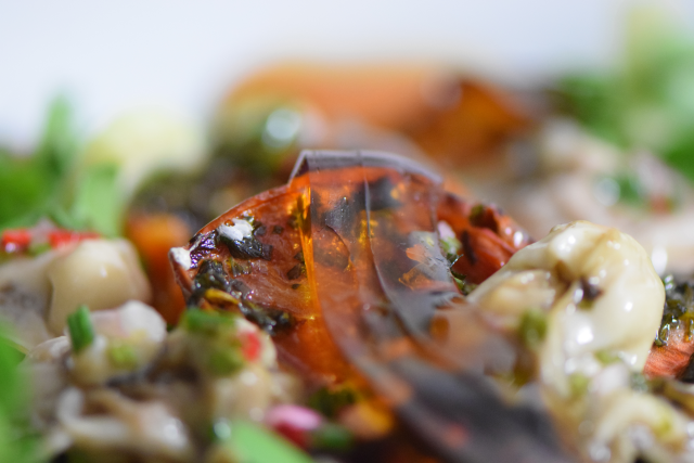 Salat mit Austern, Dashigelee und geröstete Tomaten (12)