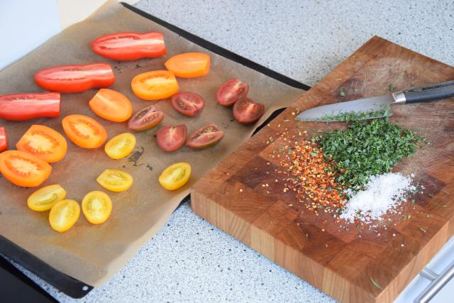 Salat mit Austern, Dashigelee und geröstete Tomaten (5)