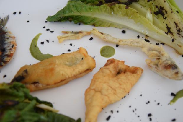 Sardinen mit gegrillten Romanasalatherzen und Estragon-Jus (11)