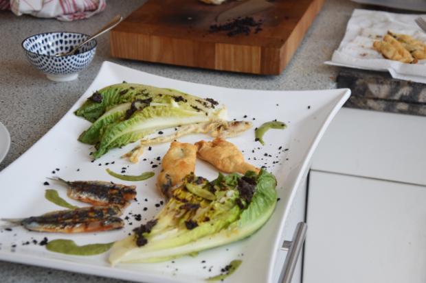 Sardinen mit gegrillten Romanasalatherzen und Estragon-Jus (7)