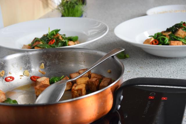 Wasserspinatsalat mit Tofu und Chili (2)