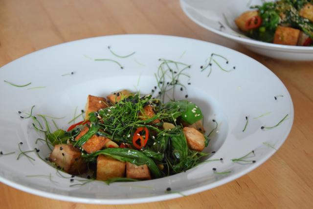 Wasserspinatsalat mit Tofu und Chili (3)
