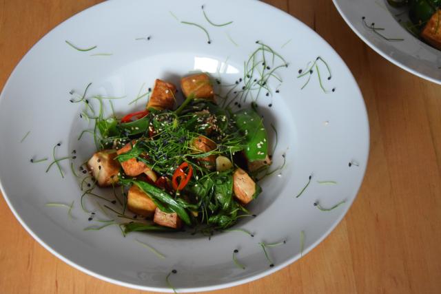 Wasserspinatsalat mit Tofu und Chili (4)