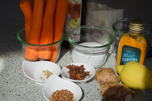 Jakobsmuscheln mit Karotten-Sauerkraut und Orangenblüten-Dashi (1)