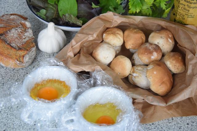 Eier, Steinpilze, Brot (1)
