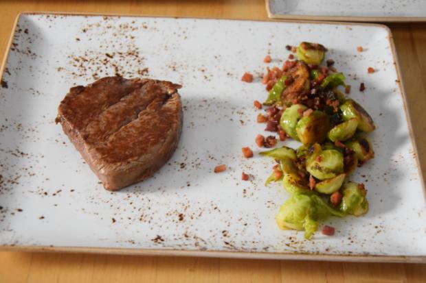 Steak mit geschmolzenen Zwiebeln (2)