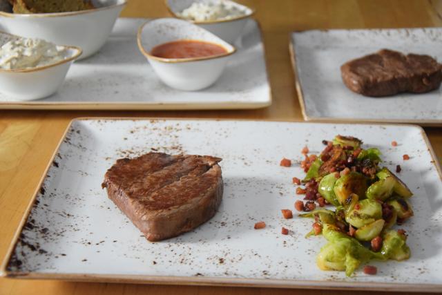 Steak mit geschmolzenen Zwiebeln (4)