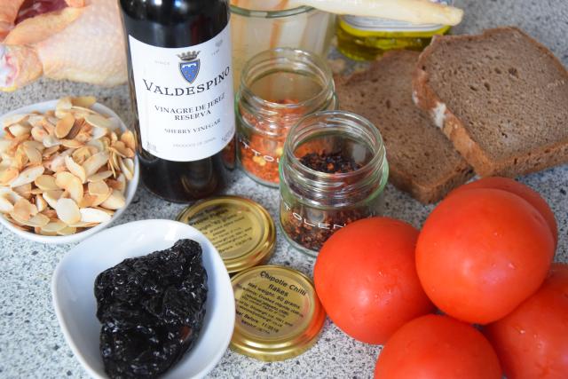 Gegrilltes Hähnchen mit Romesco-Sauce und Spargel (1)