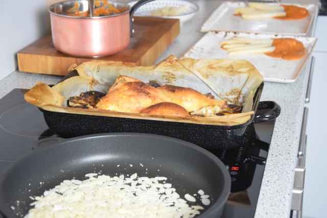 Gegrilltes Hähnchen mit Romesco-Sauce und Spargel (4)