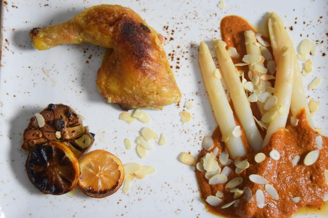 Gegrilltes Hähnchen mit Romesco-Sauce und Spargel (6)