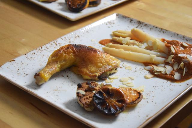 Gegrilltes Hähnchen mit Romesco-Sauce und Spargel (7)