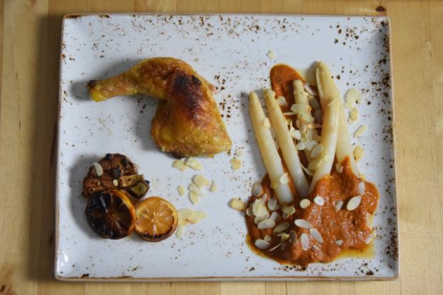 Gegrilltes Hähnchen mit Romesco-Sauce und Spargel (9)