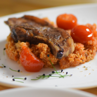 Lammkotelett mit Sumach und Tomaten-Couscous