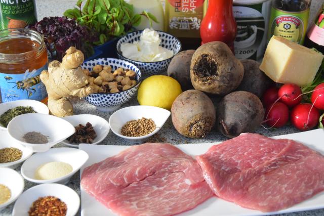Schnitzel mit Rote-Bete-Salat und Frischkäse-Creme (1)