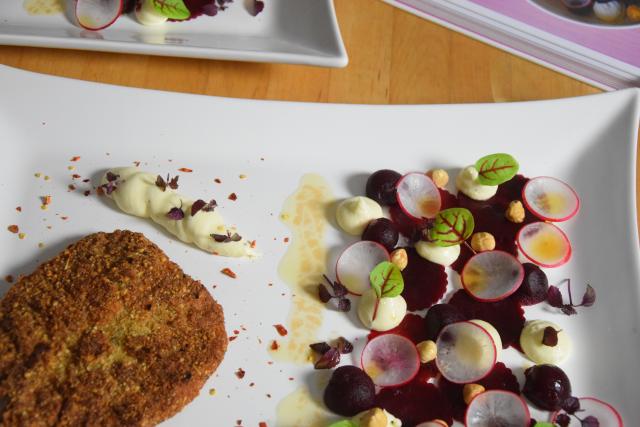 Schnitzel mit Rote-Bete-Salat und Frischkäse-Creme (2)