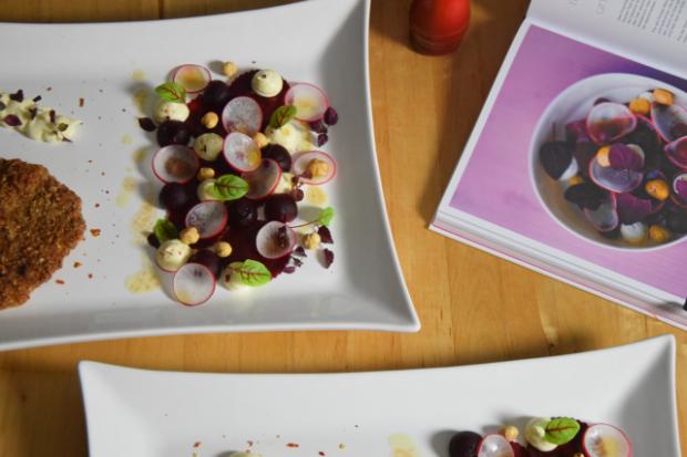 Schnitzel mit Rote-Bete-Salat und Frischkäse-Creme (3)