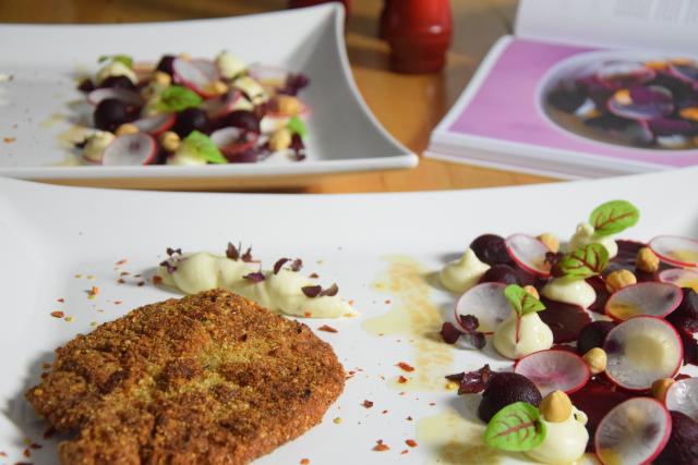 Schnitzel mit Rote-Bete-Salat und Frischkäse-Creme (5)