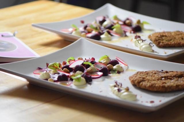 Schnitzel mit Rote-Bete-Salat und Frischkäse-Creme (7)
