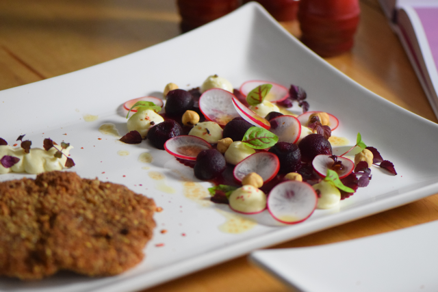 Schnitzel mit Rote-Bete-Salat und Frischkäse-Creme (8)