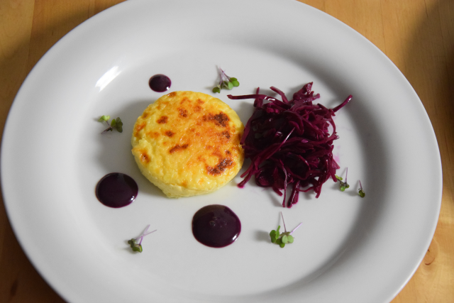 Wacholderkuchen mit Blaukraut-Pickles und Blaubeer-Senf (3)