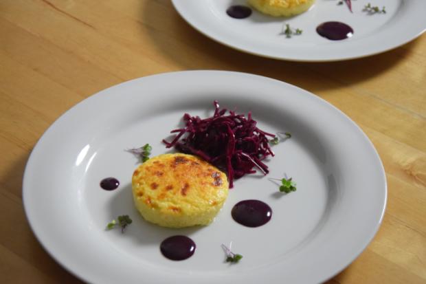 Wacholderkuchen mit Blaukraut-Pickles und Blaubeer-Senf (4)