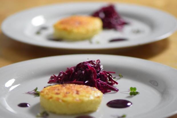 Wacholderkuchen mit Blaukraut-Pickles und Blaubeer-Senf (6)