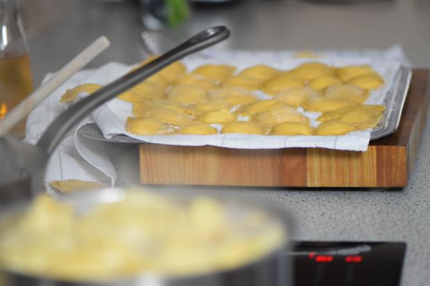 Ricotta-Ravioli mit Erbsen und Speck (3)