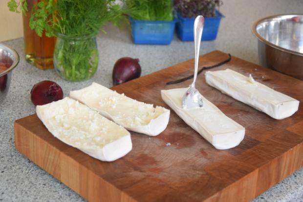 Vanille-Ziegenkäse mit eingelegten Trauben und Kürbiskernpesto (2)