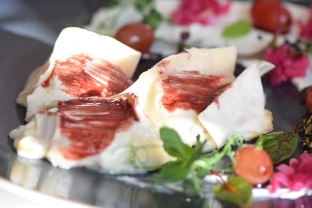 Vanille-Ziegenkäse mit eingelegten Trauben und Kürbiskernpesto (5)