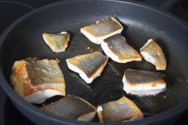 Bachsaibling mit Korianderducca und Limettengurken (4)