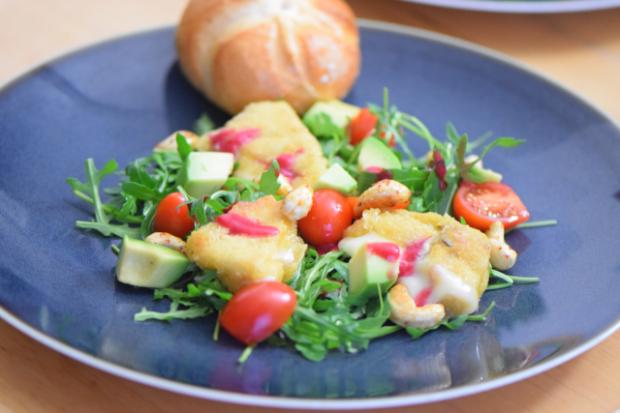 Gebackener Käse mit Rucola-Himbeersalat (4)