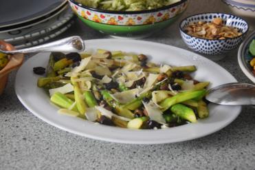 Gebratener grüner Spargel mit Taggiasche-Oliven