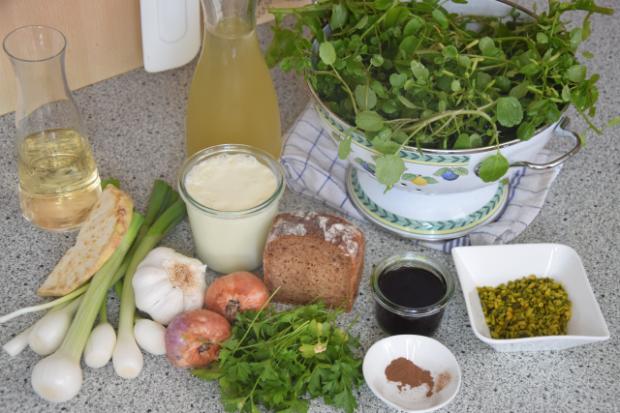 Bachkresse-Piment-Suppe mit Pistazien-Gremolata  (1).png