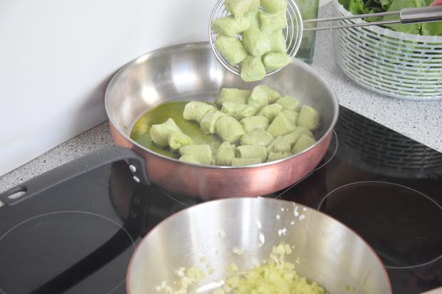 Basilikum-Gnocchi mit Spinat und Tomaten (2)