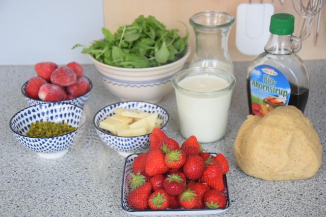 Erdbeer-Tartelette mit Pistazien-Rucola-Creme (1)