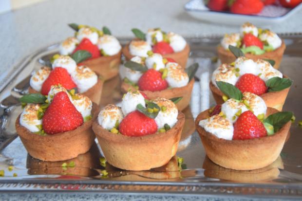 Erdbeer-Tartelette mit Pistazien-Rucola-Creme (4)