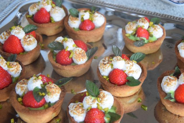 Erdbeer-Tartelette mit Pistazien-Rucola-Creme (5)