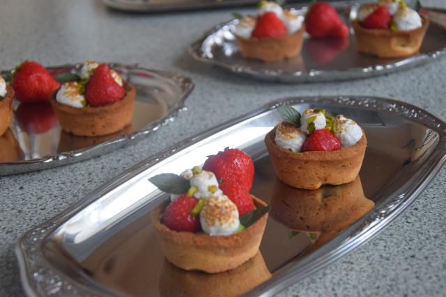 Erdbeer-Tartelette mit Pistazien-Rucola-Creme (6)