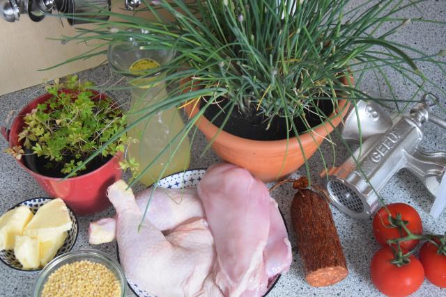 Gefülltes Huhn mit Tarhonya (1)