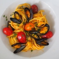 Tagliatelle mit Muscheln in Tomatensauce