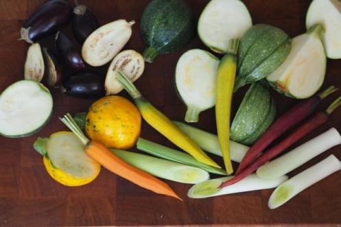 Das Gemüse vorbereiten zum Braten.