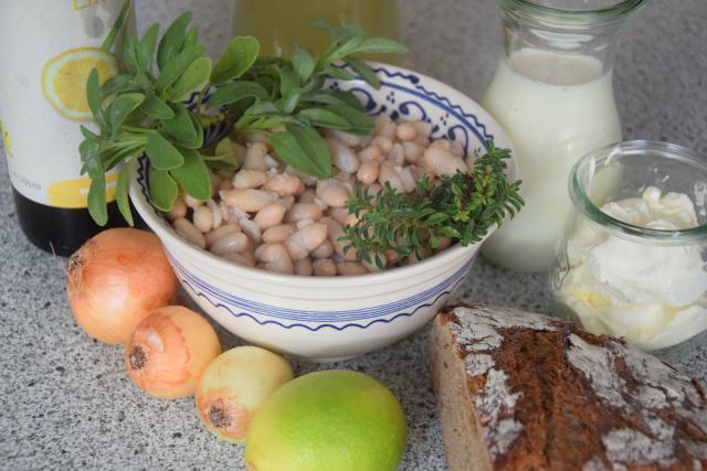 Bohnensuppe mit frittiertem Salbei (1)